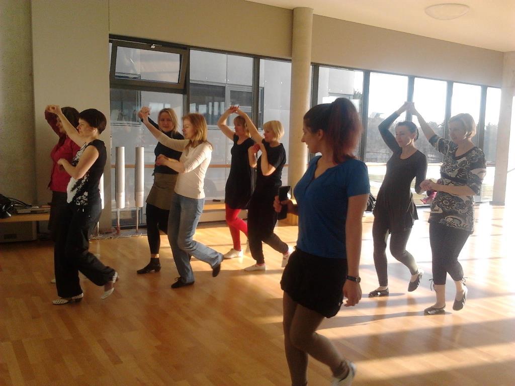 2013-04-15 Rumuniškų šokių pamoka