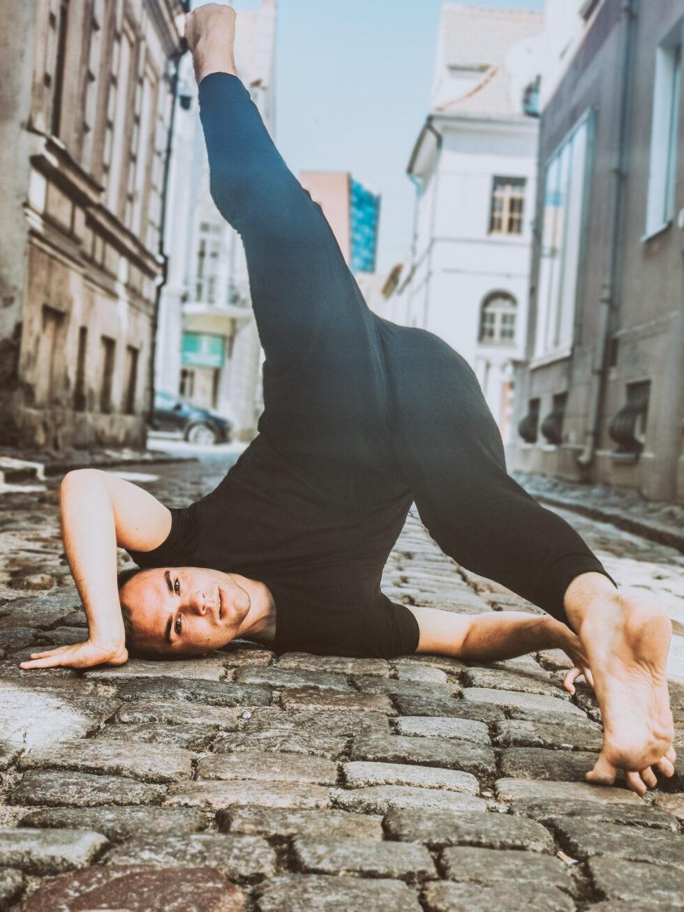 Nemokama šiuolaikinio šokio pamoka 11-16 m. vaikams su Laurynu Krasausku
